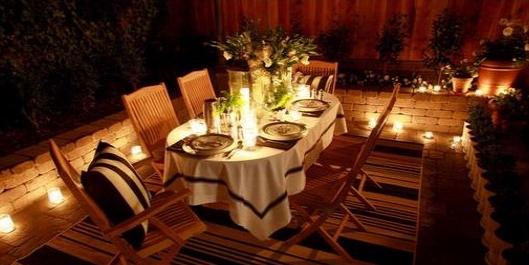 outdoor-dining-room-at-night